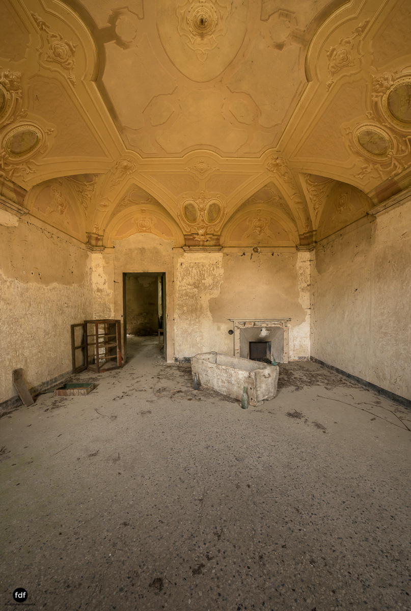 Palazzo di L-Herrenhaus-Kapelle-Lost Place-Italien-57.JPG