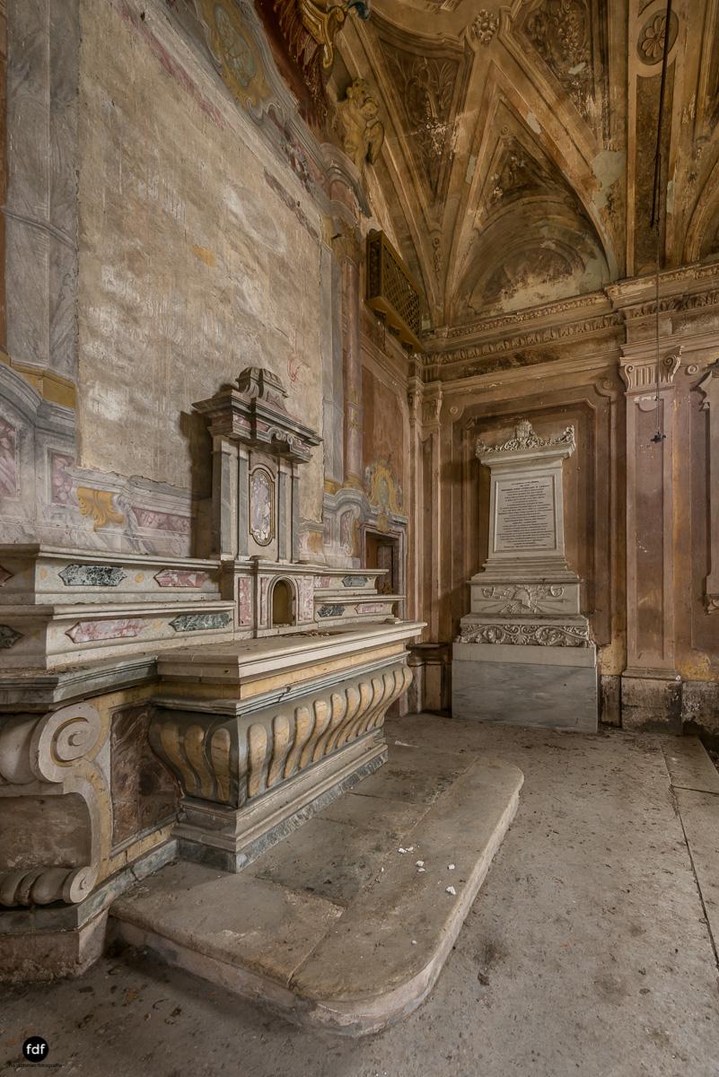 Palazzo di L-Herrenhaus-Kapelle-Lost Place-Italien-69.JPG