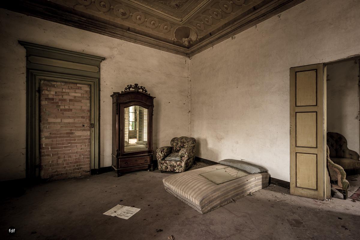 Palazzo di L-Herrenhaus-Kapelle-Lost Place-Italien-77.JPG