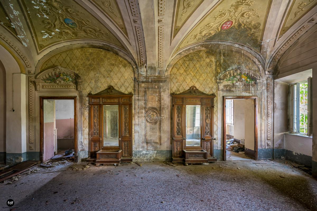 Villa Degli Specchi-Herrenhaus-Lost Place-Italien-10.JPG