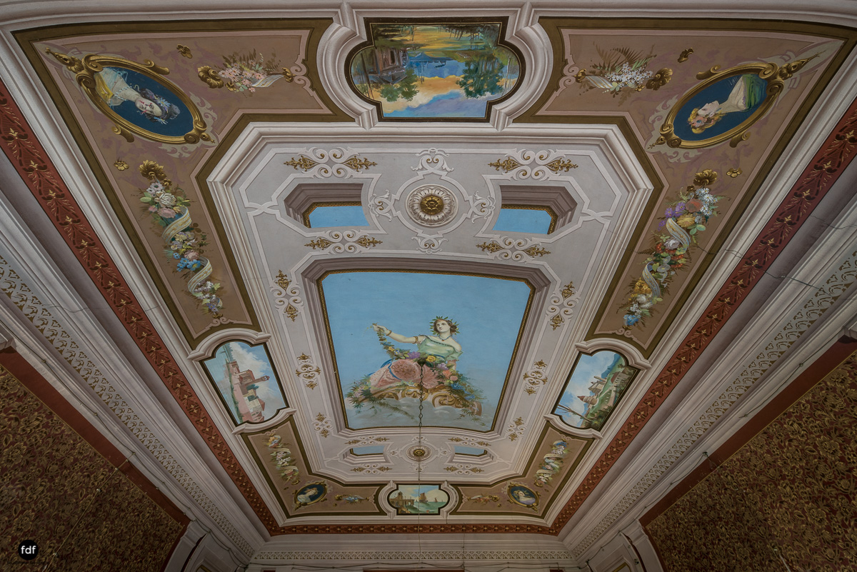 Villa Degli Specchi-Herrenhaus-Lost Place-Italien-23.JPG