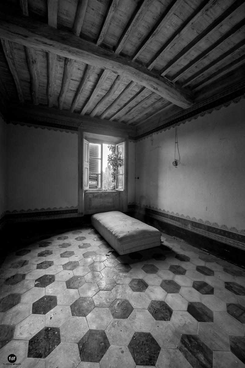 Villa Degli Specchi-Herrenhaus-Lost Place-Italien-28.JPG