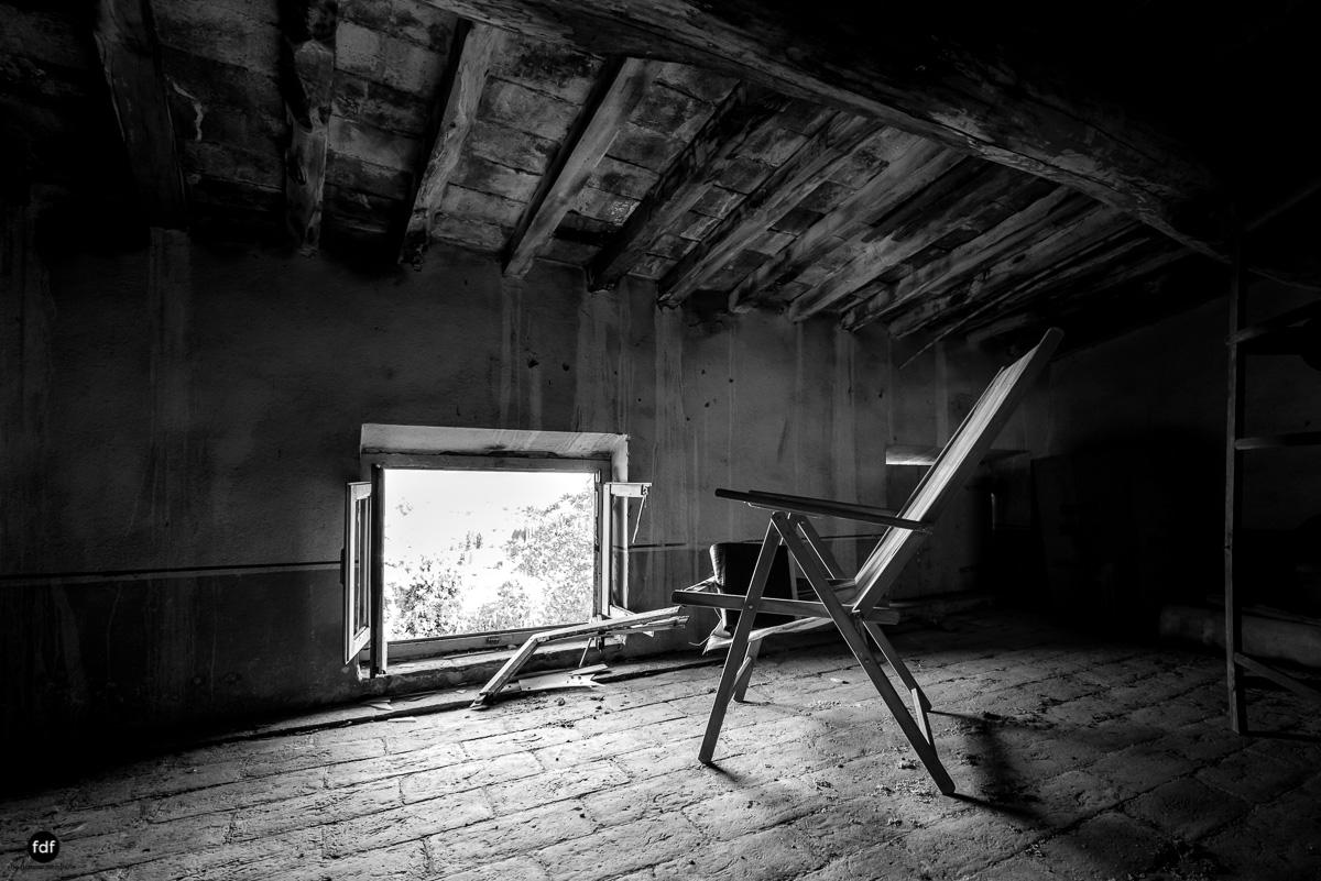 Villa Degli Specchi-Herrenhaus-Lost Place-Italien-34.JPG