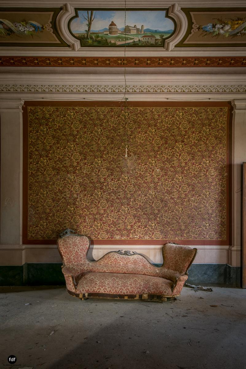 Villa Degli Specchi-Herrenhaus-Lost Place-Italien-48.JPG