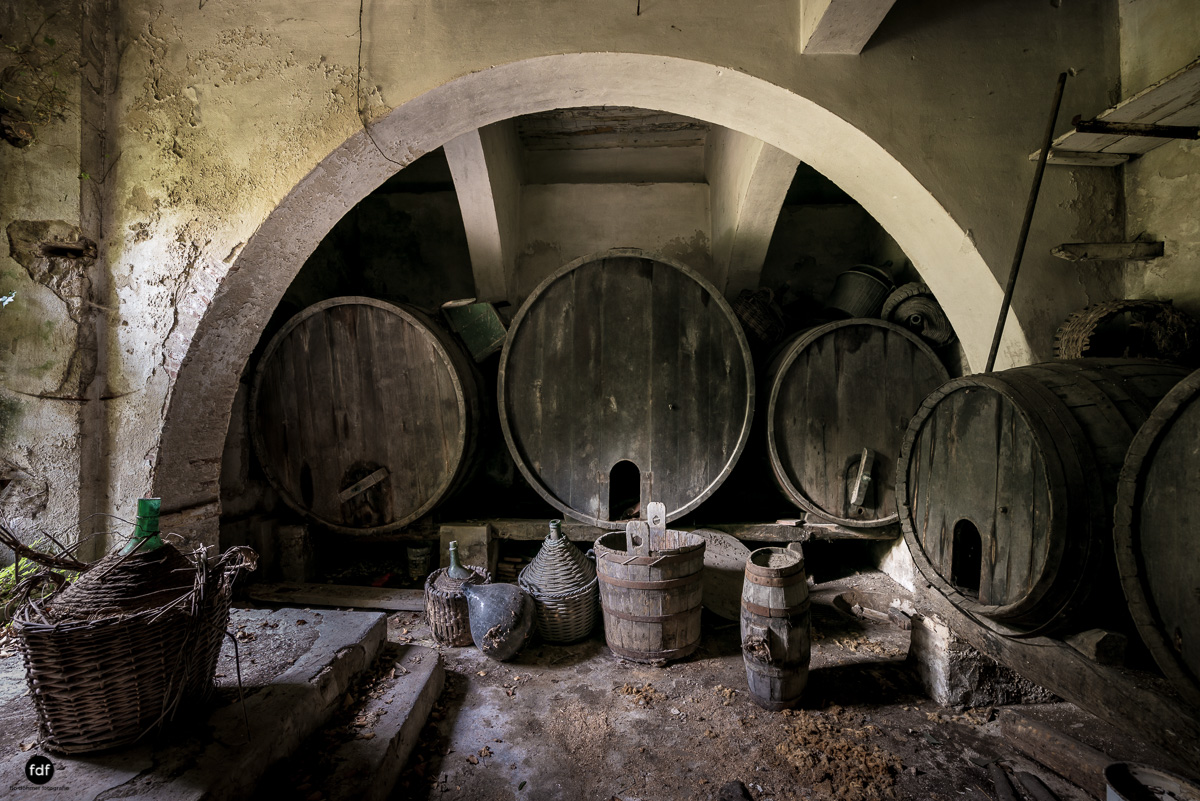 Villa Degli Specchi-Herrenhaus-Lost Place-Italien-53.JPG