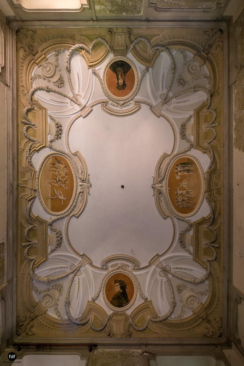 Palazzo Mint-Herrenhaus-Lost Place-Italien-12-Bearbeitet.JPG