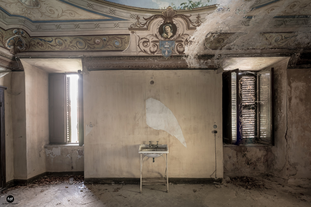 Oriental Gem-Herrenhaus-Lost Place-Italien-25.JPG