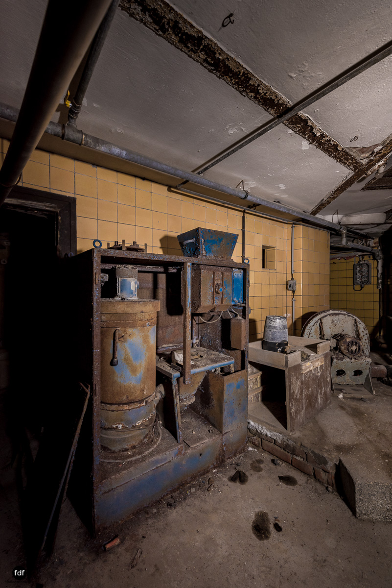 Krematorium D-Friedhof-Lost-Place-36.JPG