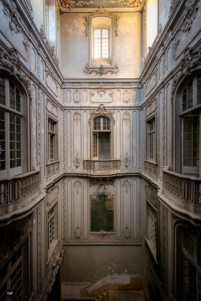 Dictatorship Palace-Herrenhaus-Lost Place-Portugal-37.JPG