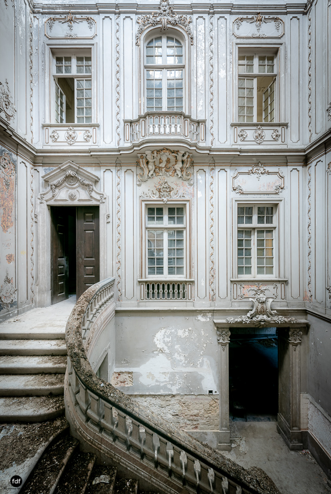 Dictatorship Palace-Herrenhaus-Lost Place-Portugal-87.JPG