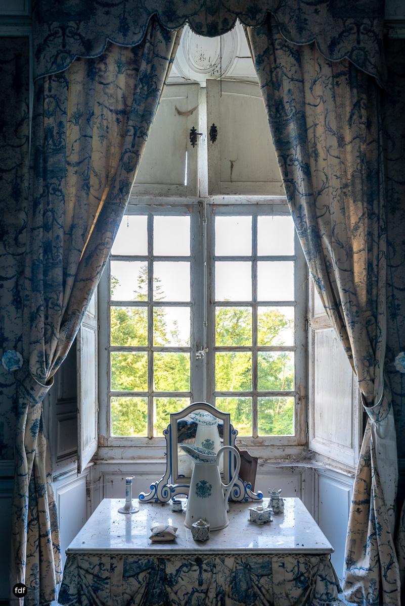 Chateau F-Schloss-Urbex-Frankreich-84.JPG