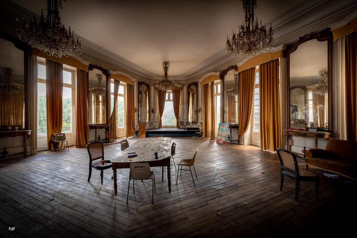 Palais de Ville-Stadtvilla-Urbex-Frankreich-12.JPG