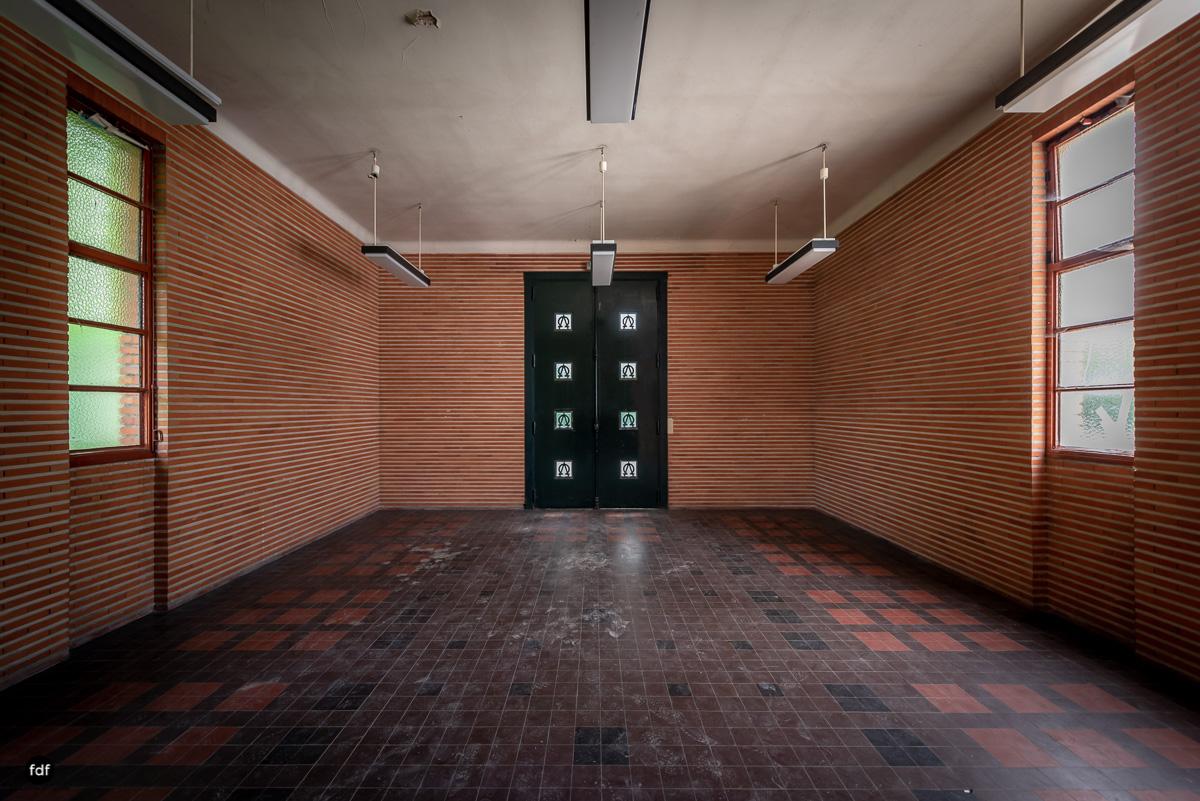 La Morgue-Leichenhalle-Urbex-Frankreich-26.JPG
