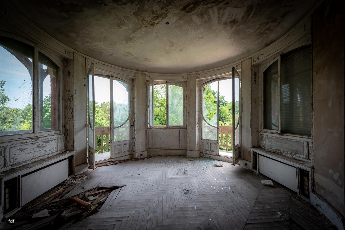 Manoir Colimacon-Herrenhaus-Wendeltreppe-Urbex-Frankreich-48.JPG