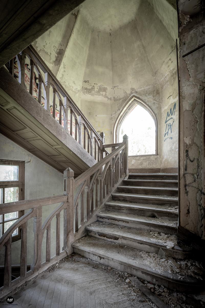 Manoir Colimacon-Herrenhaus-Wendeltreppe-Urbex-Frankreich-49.JPG