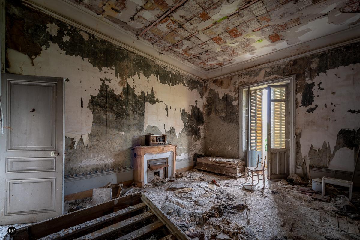 Chateau Billard-Schloss-Brand-Urbex-Frankreich-12.JPG