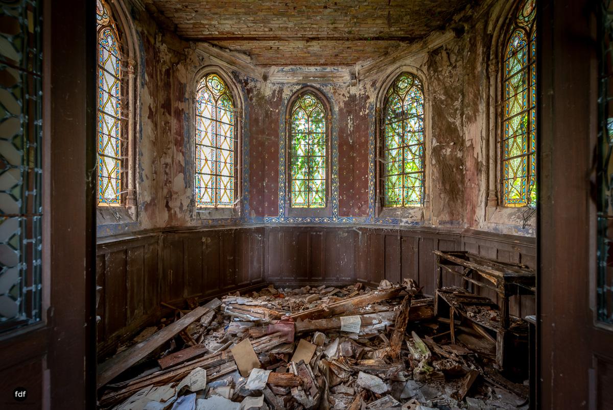 Chateau Billard-Schloss-Brand-Urbex-Frankreich-9.JPG