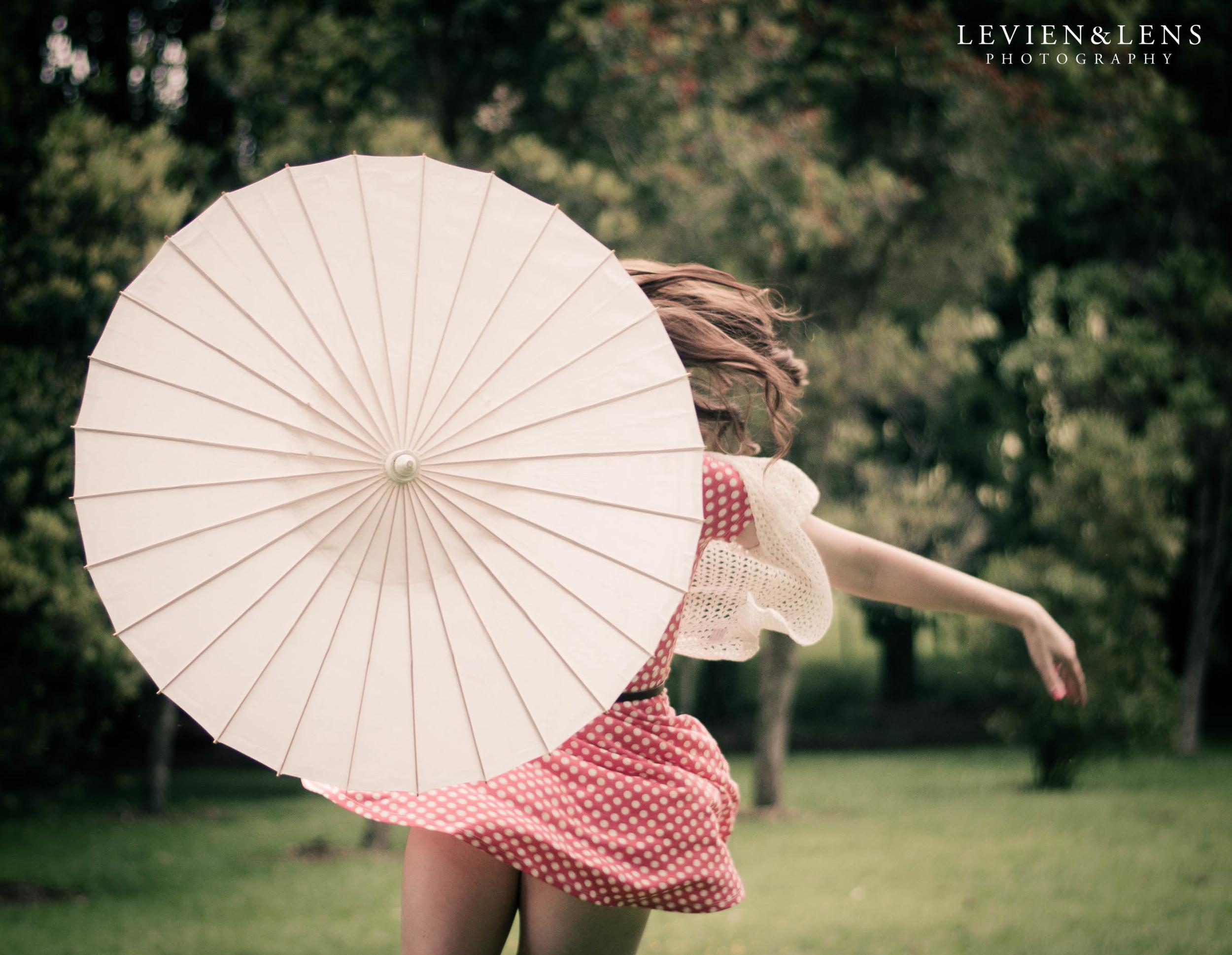 dance with umbrella