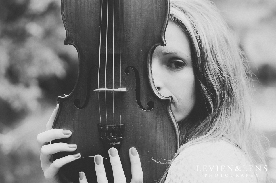 face and violin