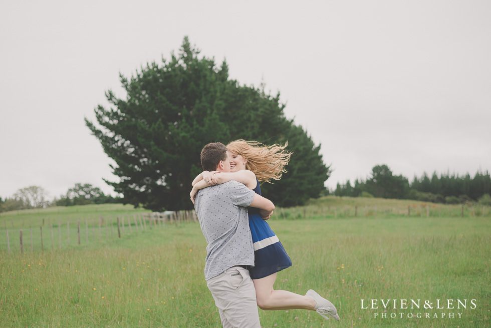gorgeous couple outdoor session {Auckland NZ engagement-wedding photographer}