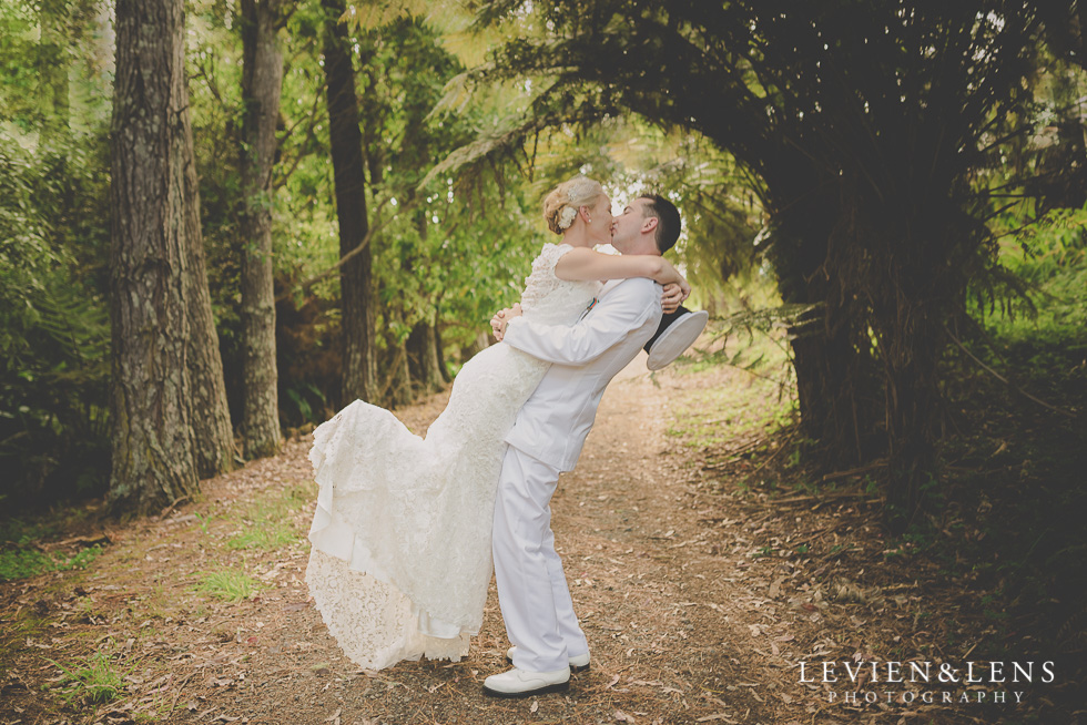 bride and groom kiss in forest {Auckland wedding-engagement-couples photographer}