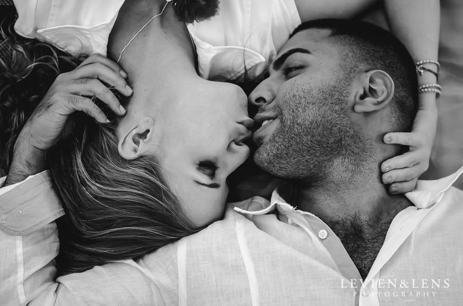 couple kiss {Auckland-Hamilton lifestyle wedding-engagement photographer}