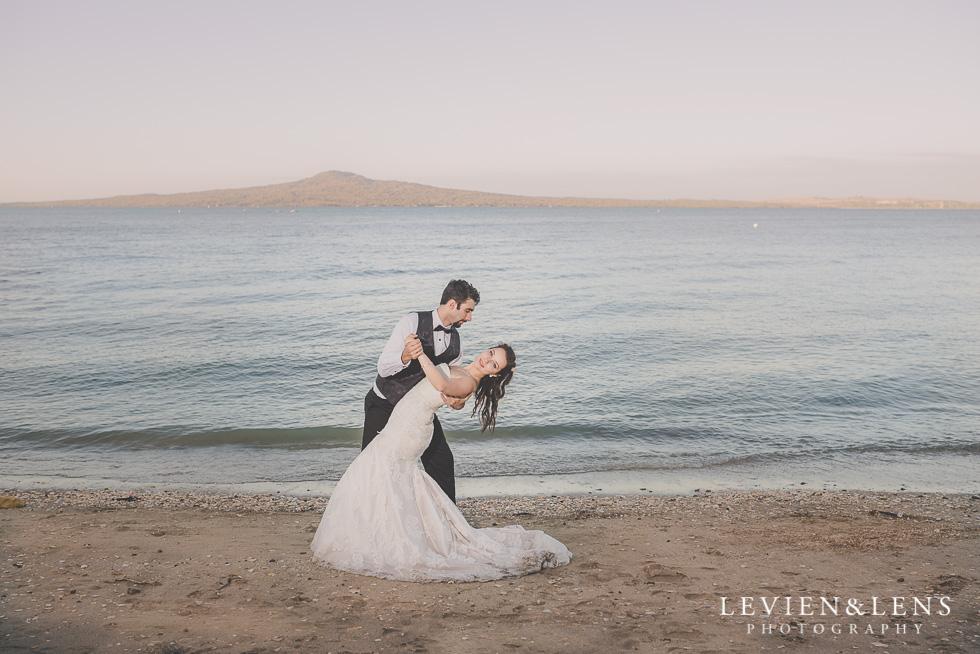 gorgeous couple dancing St Heliers beach {Auckland-Hamilton-Tauranga wedding photographer}