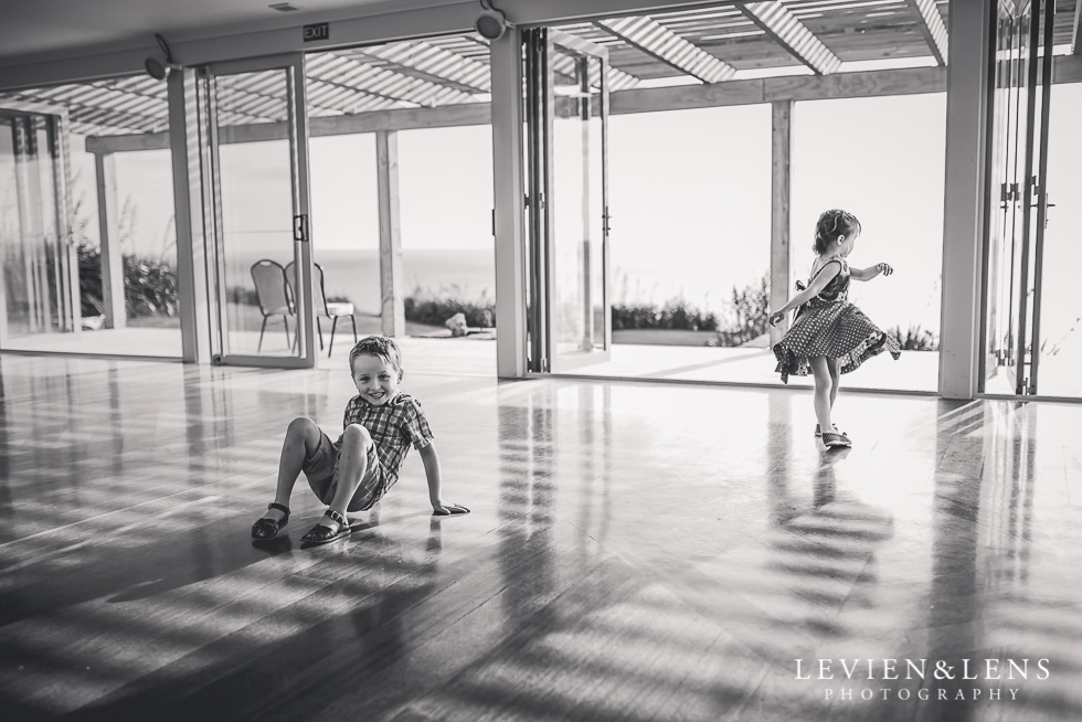 kids playing reception Castaways {Auckland wedding-engagement-couples photographer}