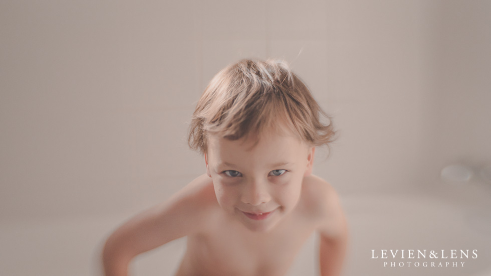 Little one having fun in the bath {Hamilton lifestyle family-kids photographer}