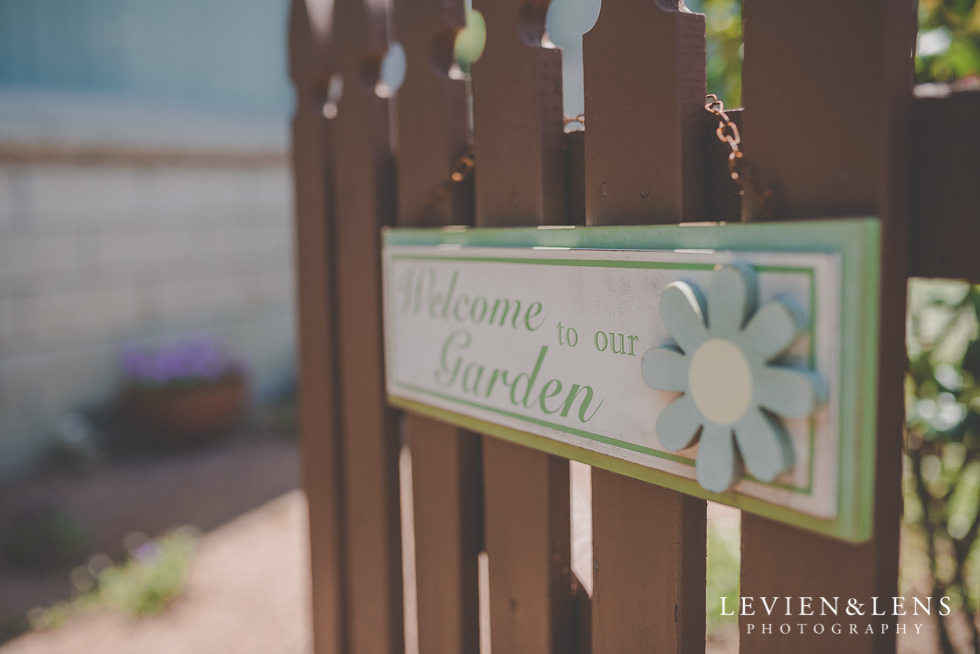 getting ready small family garden wedding {Auckland lifestyle couples-engagement photographer}