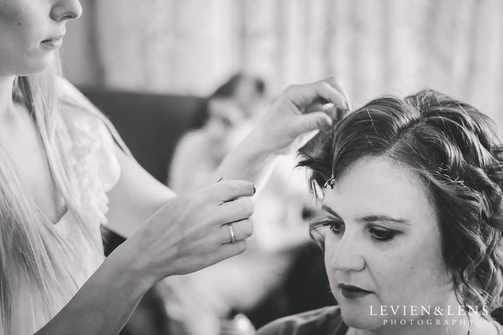 brides hair getting ready small family garden wedding {Auckland lifestyle couples-engagement photographer}