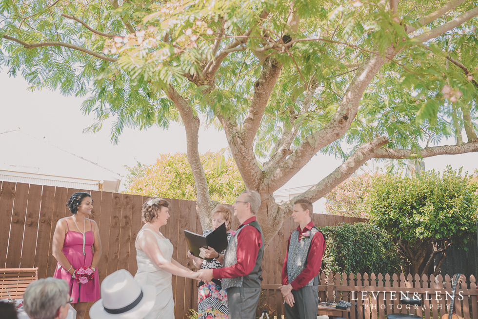 bride and groom small family garden wedding ceremony {Auckland lifestyle couples-engagement photographer}