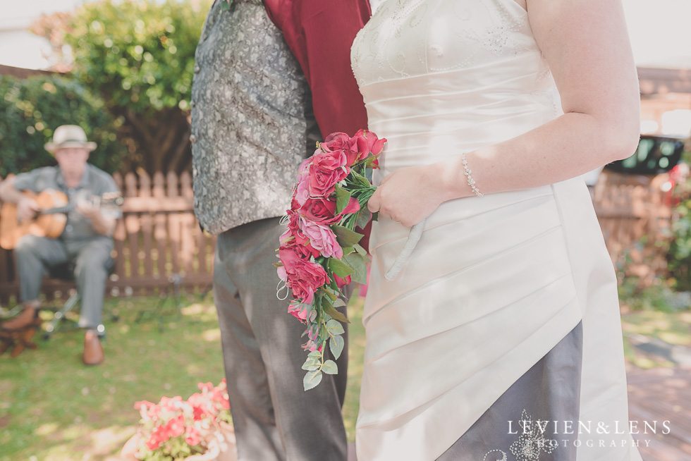 small family garden wedding ceremony {Auckland lifestyle couples-engagement photographer}