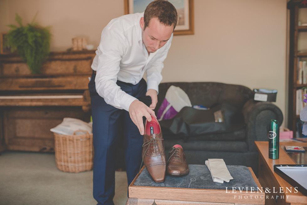 groom getting ready {Auckland-Hamilton-Tauranga wedding photographer}
