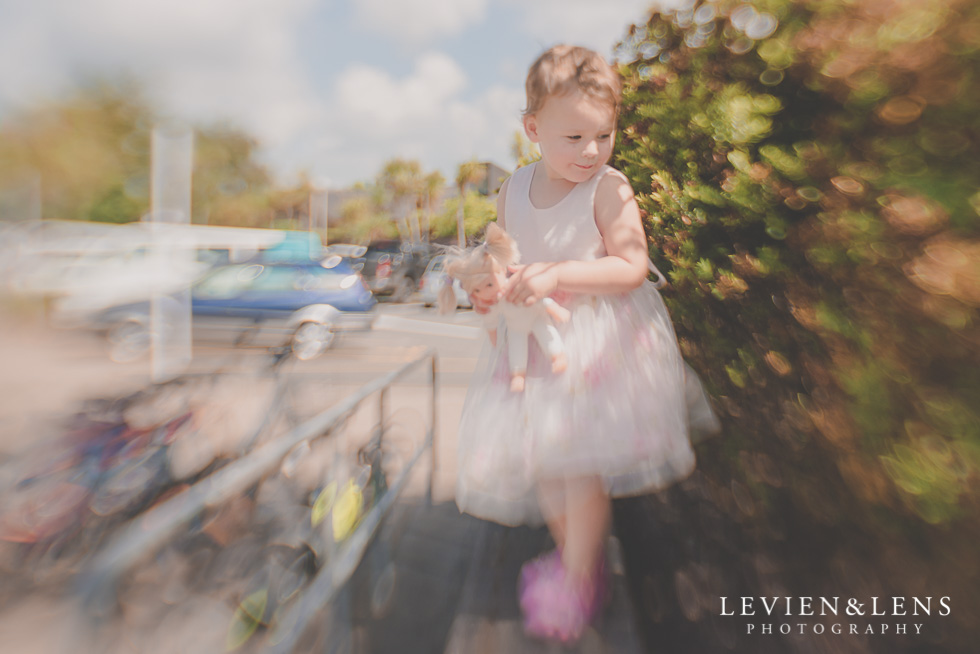 girl flowers {Auckland-Hamilton-Tauranga kids photographer}