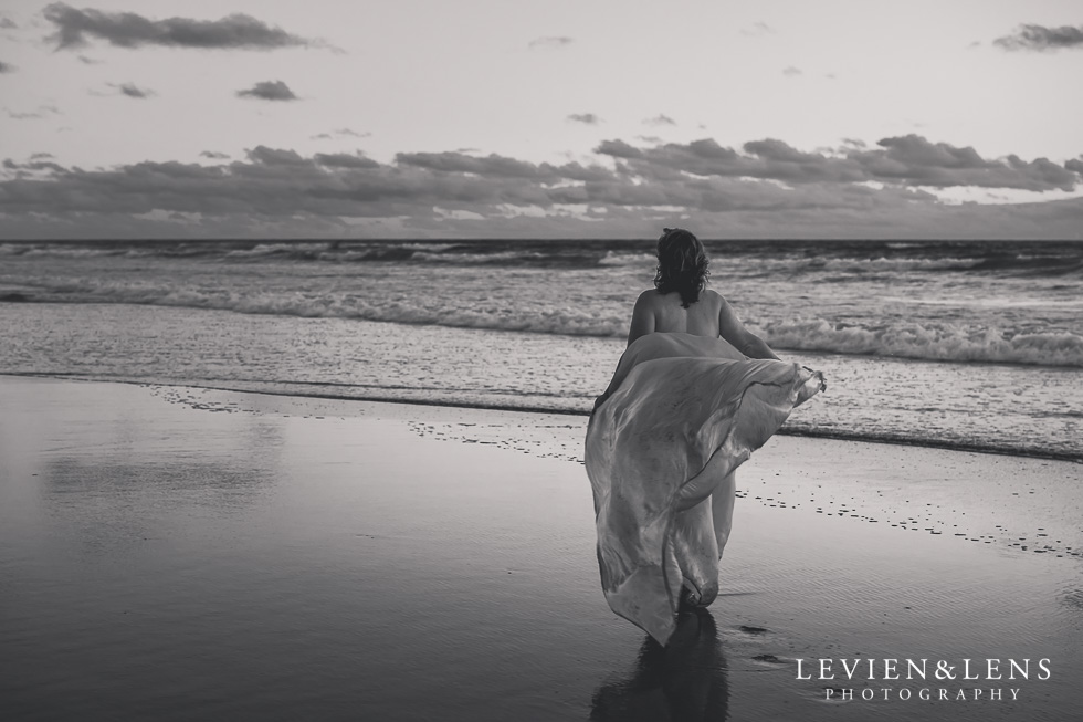 beach maternity black and white {Auckland lifestyle photographer} fine art