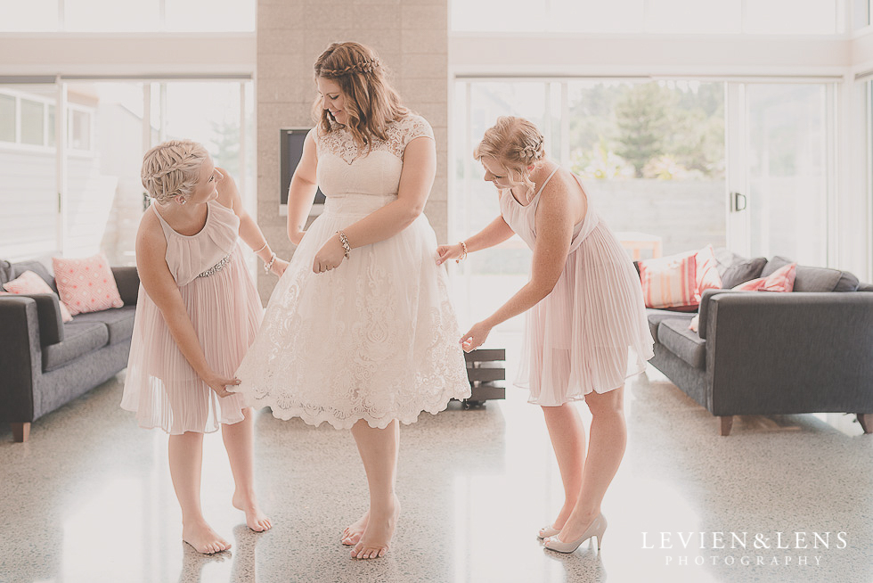 bride getting ready {Northland-Auckland-Waikato wedding photographer}