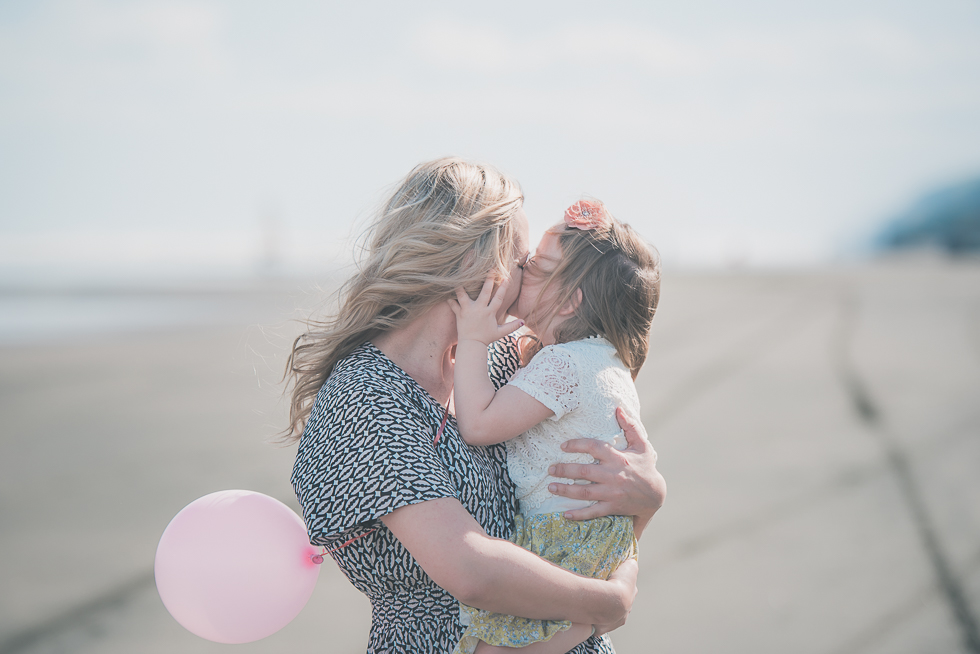 mum with daughter Kariotahi beach photo shoot {Auckland lifestyle family-kids photographer}