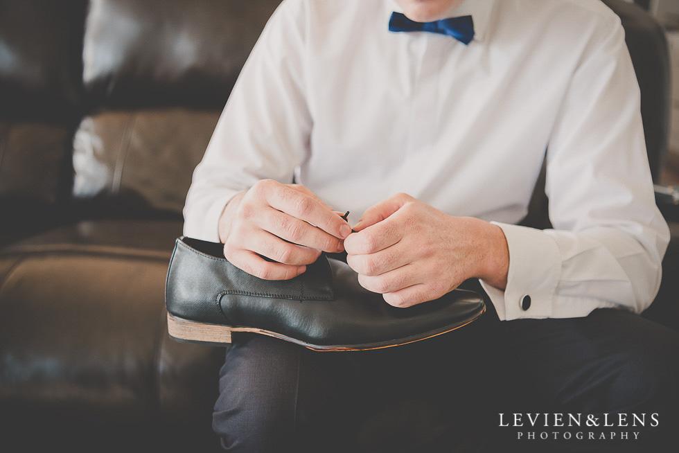 groomsmen holding shoes getting ready St Margarets Cafe - Karaka {Auckland lifestyle wedding photographer}