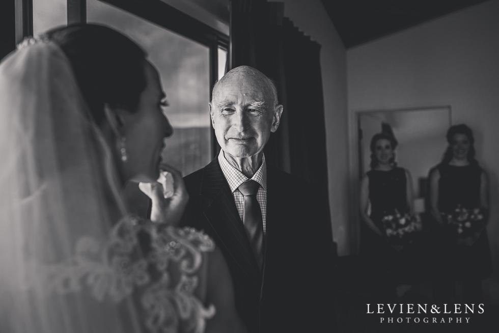 bride and her father {Auckland-Hamilton-Tauranga wedding photographer}