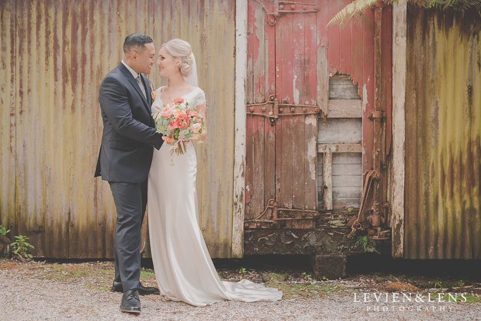 bride and groom rustic background - best wedding photos {Auckland New Zealand couples photographer}
