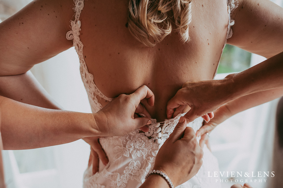 bride getting ready {Bracu - Auckland wedding photographers|