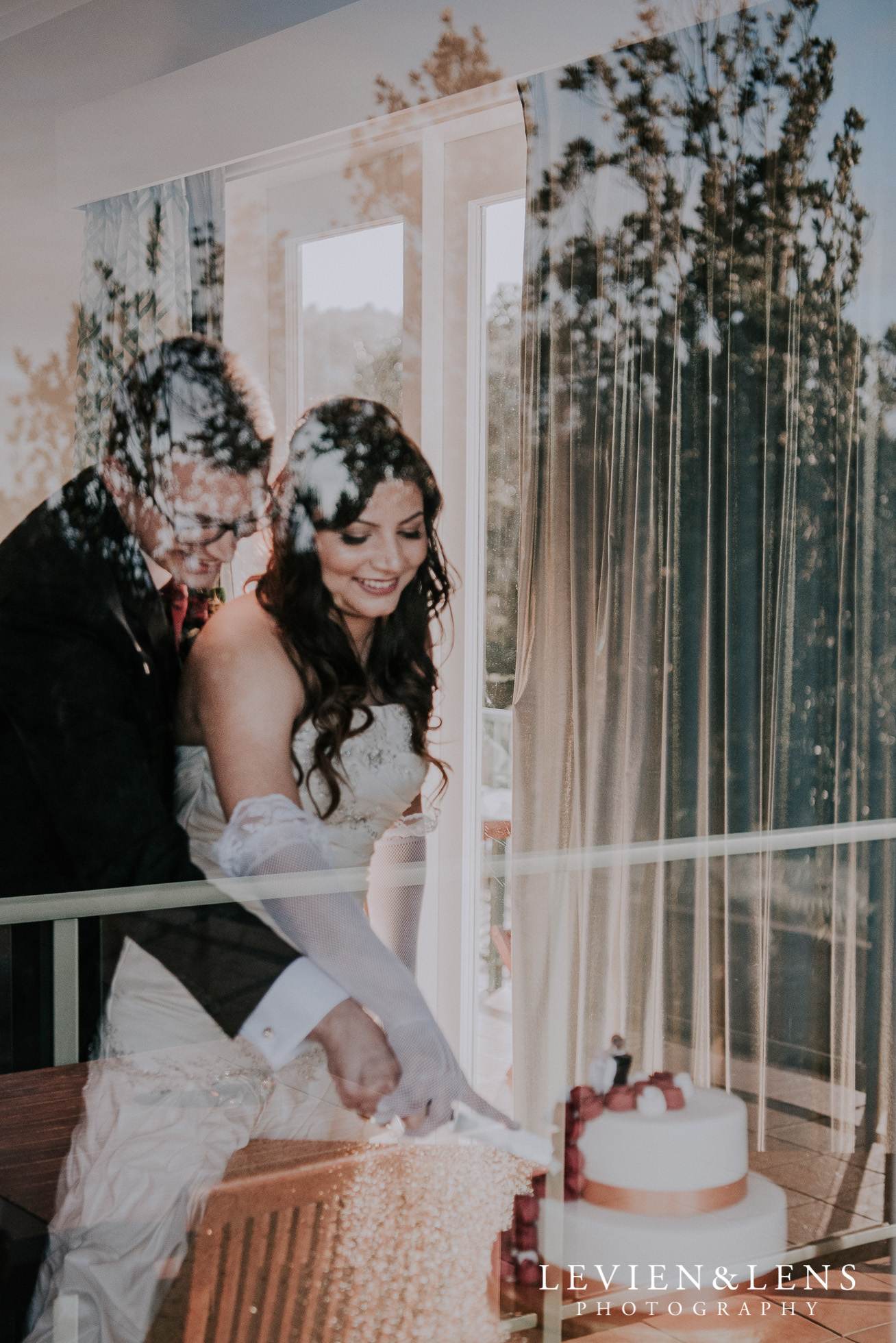 cake cutting - bride and groom at reception {Auckland wedding photographer}