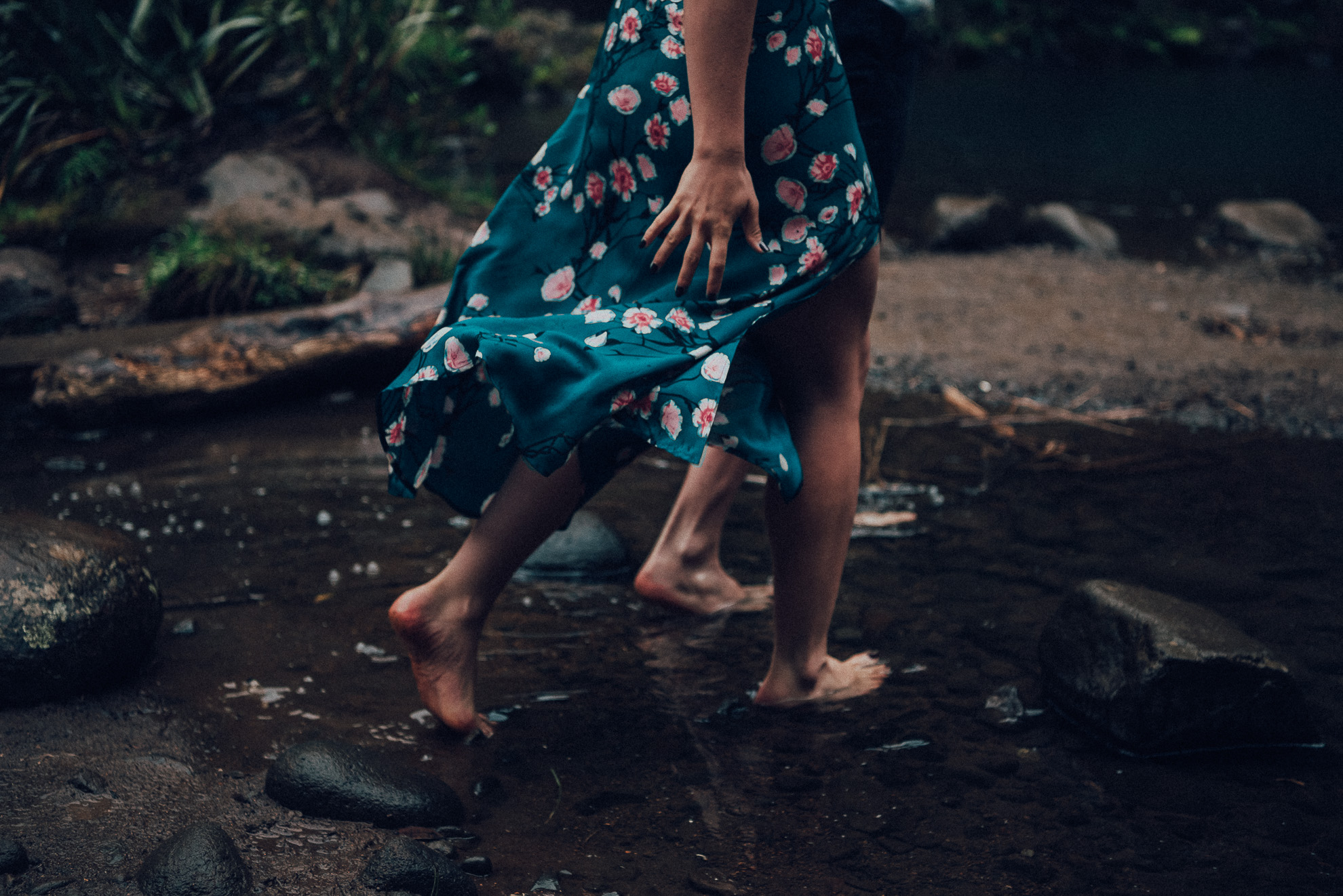 Karekare Falls engagement photo shoot {West Auckland wedding photographer}