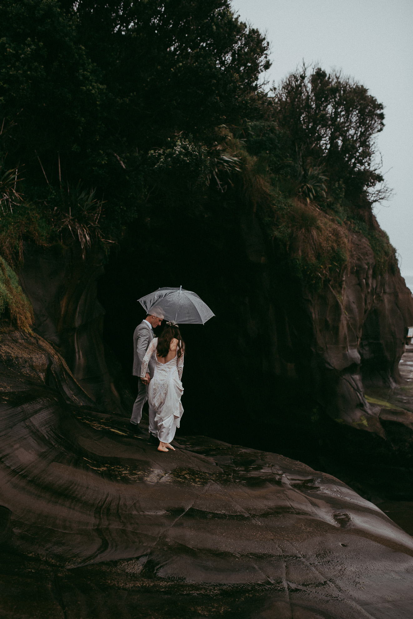 Muriwai beach bride and groom photo shoot {West Auckland wedding photographer}