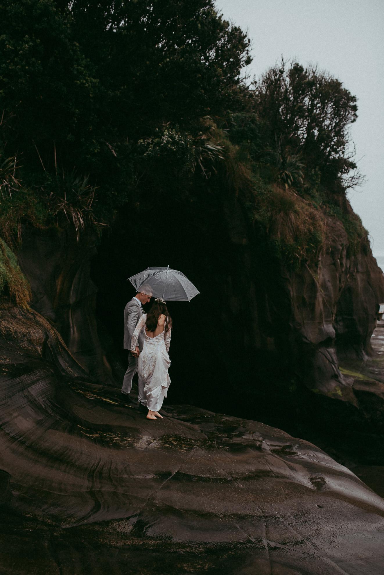 Muriwai beach bride and groom photo shoot {West Auckland wedding photographer}