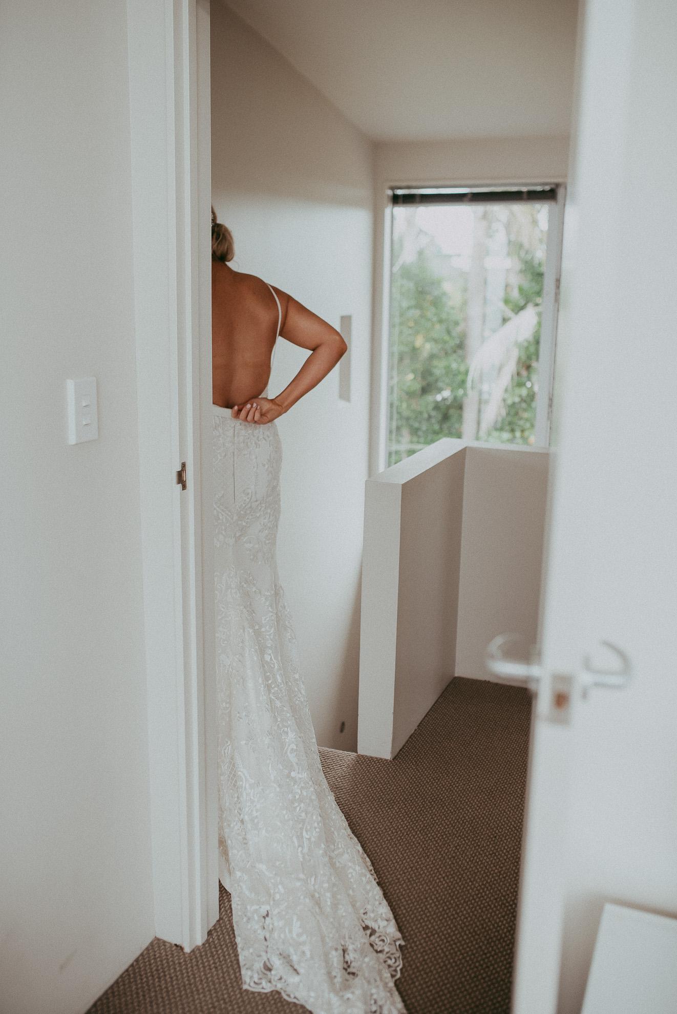 bride getting ready - Waiheke island {Auckland weddings photographers}