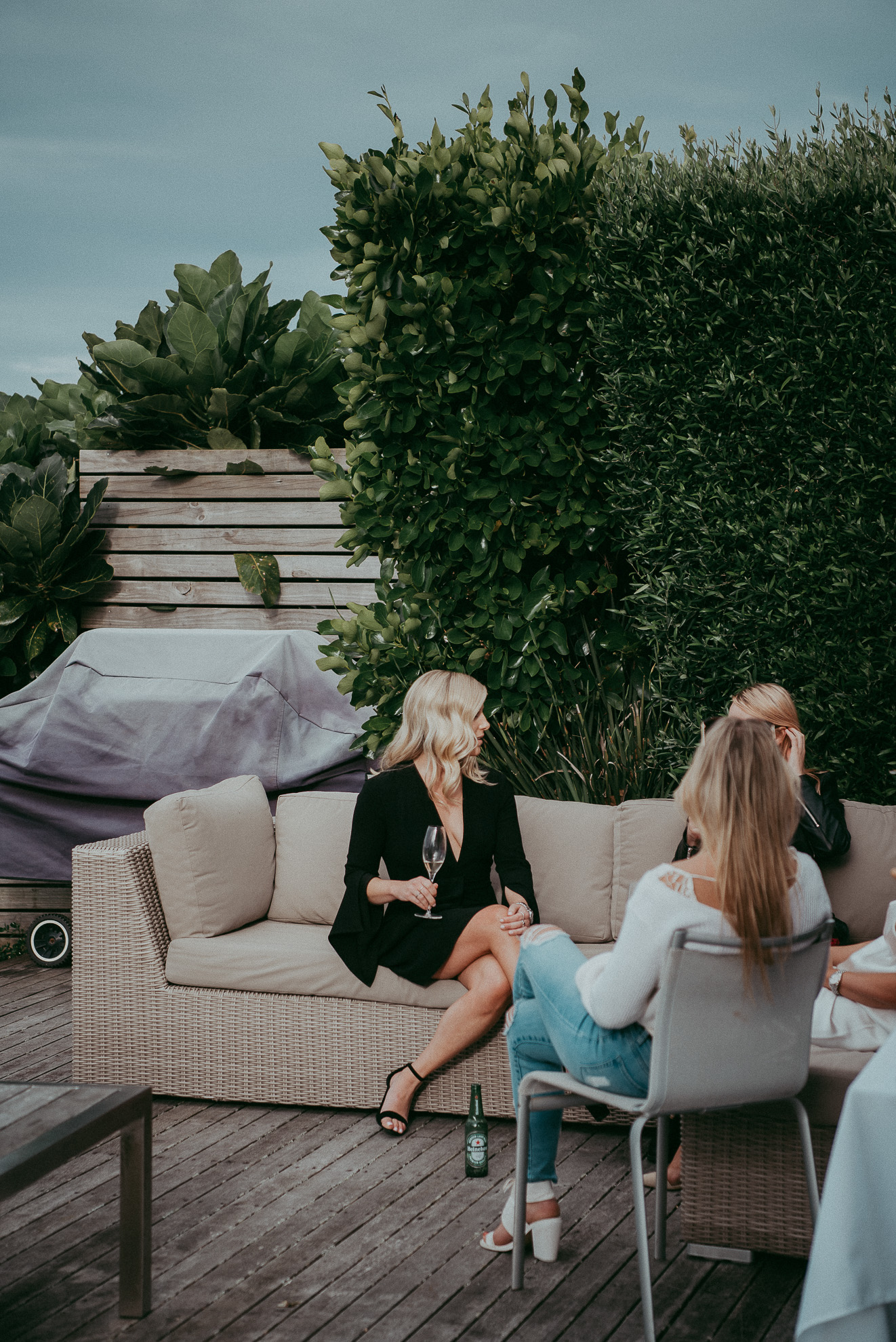 guests casual moments - Waiheke Island backyard casual wedding {Auckland weddings photographers}