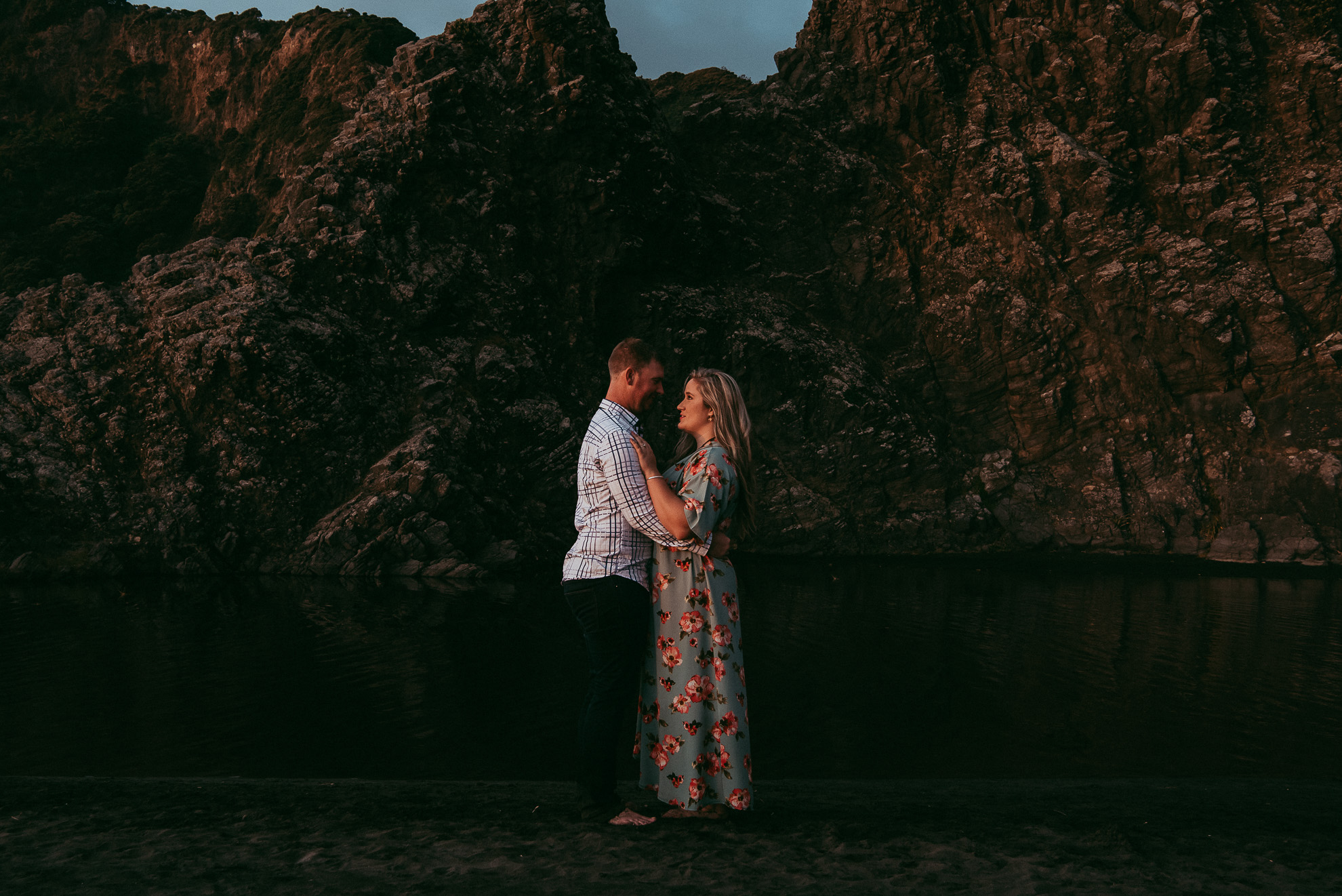 Karekare Beach - West Auckland engagement | pre-wedding photo shoot {New Zealand weddings photographers}