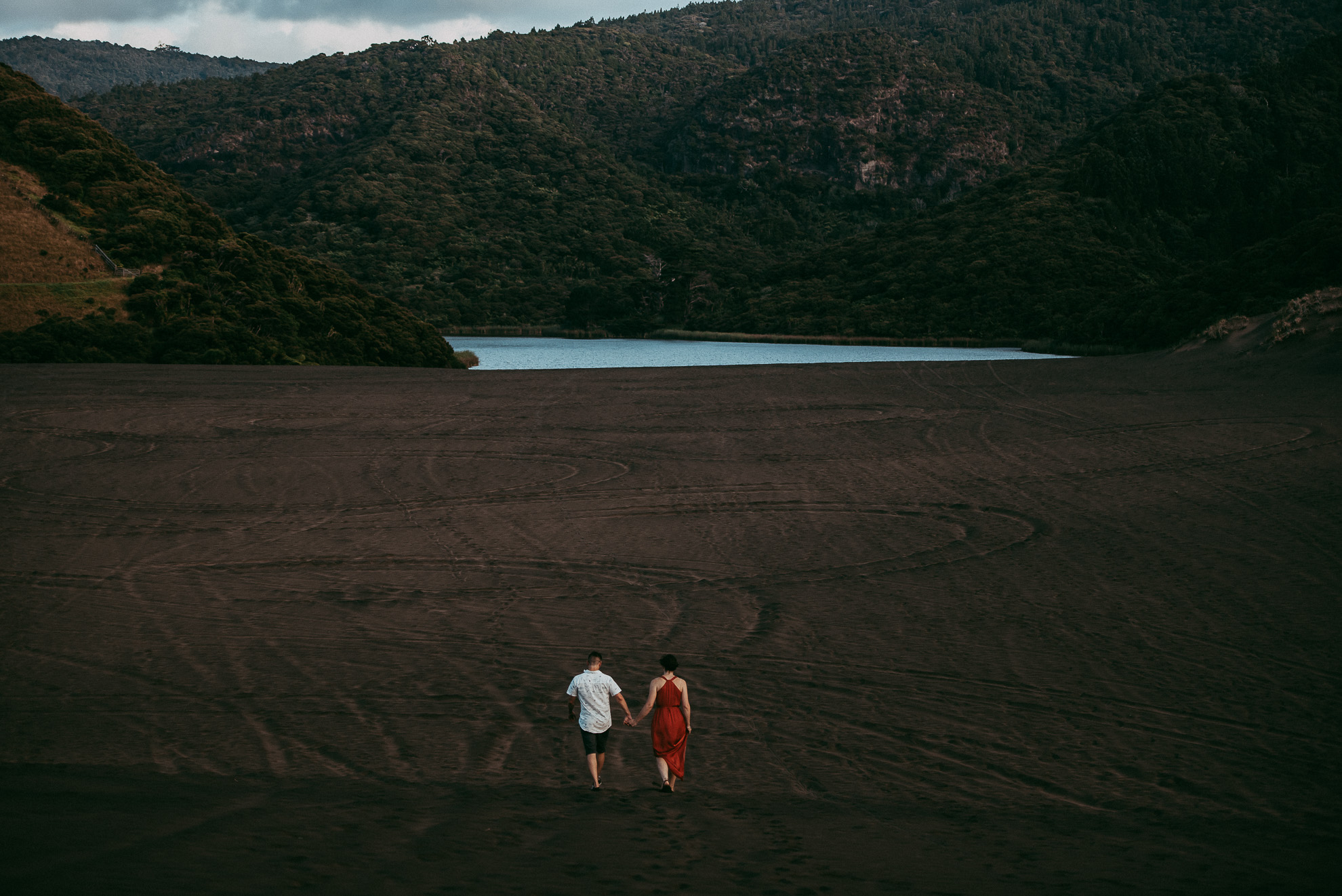 Bethells Lake {West Auckland} engagement | pre-wedding photo shoot {New Zealand weddings photographers}